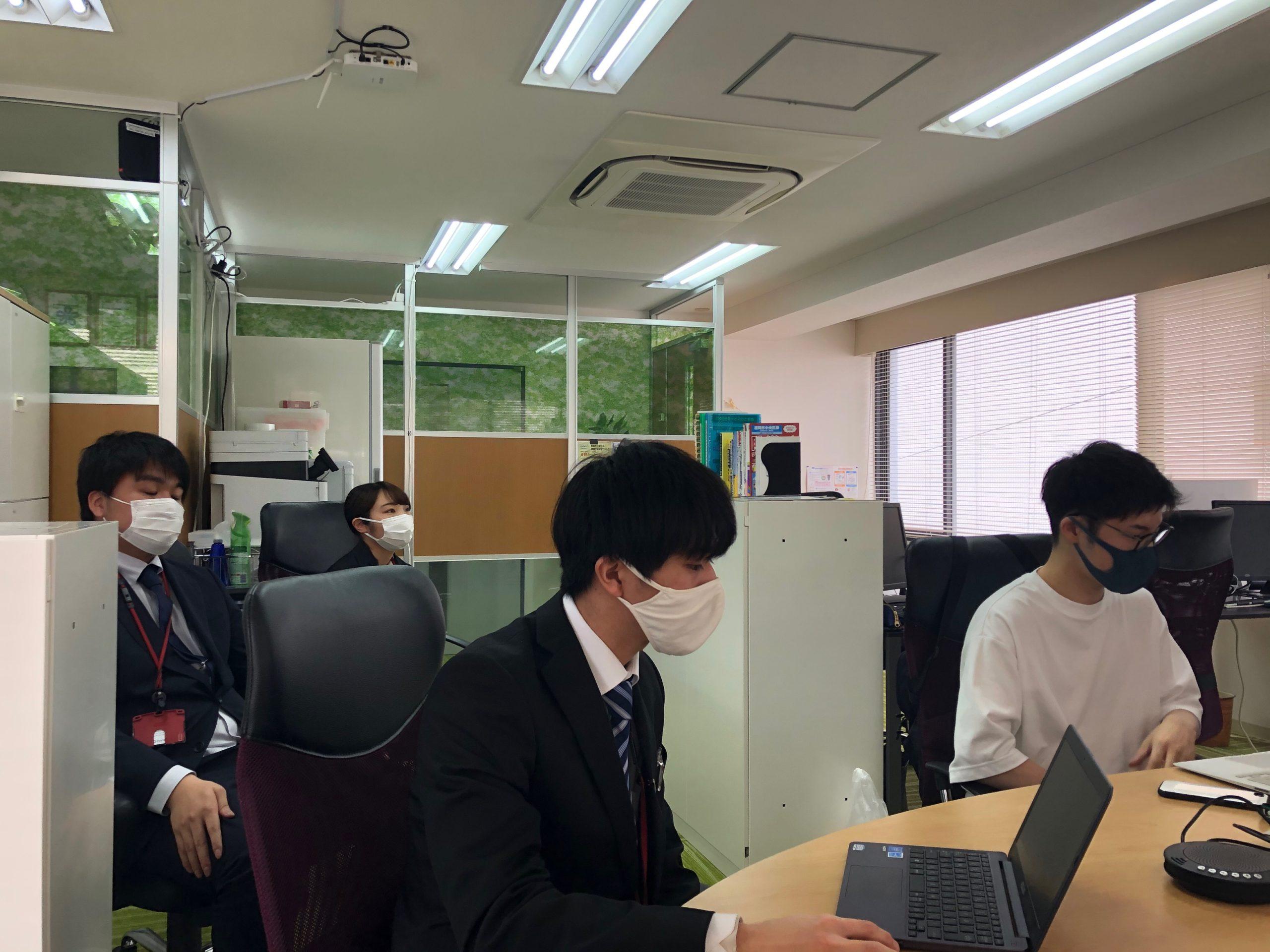 社内で新入社員の登壇発表を実施!